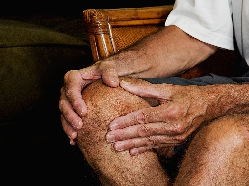 man massaging knee pain_1